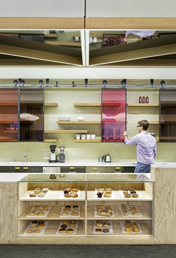 Aktuelle Küche im Büroraum