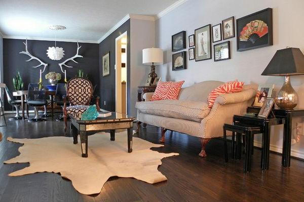 Kreativ ausgestatteter Nest Tisch und moderner Teppich im originellem Wohnzimmer