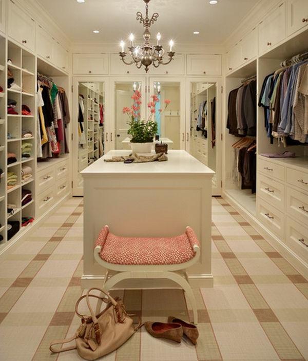Aufteilung im begehbaren Kleiderschrank