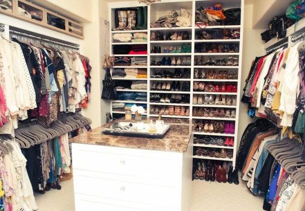 Begehbarer kleiderschrank regalsystem  Begehbarer Kleiderschrank Ideen- verschiedene Designs und hohe ...