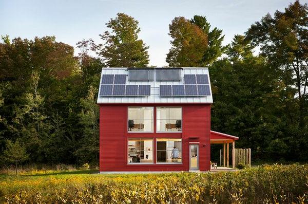 Dach mit Flächen, die Energie sparen