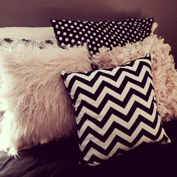 super ideen f r dekokissen unterschiedliche form und farbe. Black Bedroom Furniture Sets. Home Design Ideas