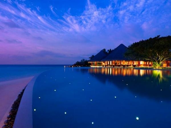 Zwei schöne Häuser mit Blick auf Meer