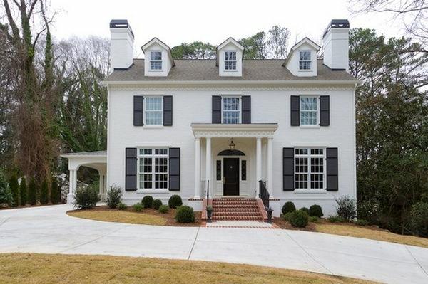 Weiß und Grau Kombination für klasse Haus in drei Etagen
