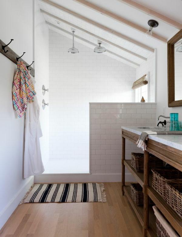 Dusche mit niedrigem Wasserlauf für Energiesparen