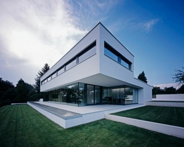 Wände Aus Glass Im Esrten Stock Für Ein Extravagantes Haus Design