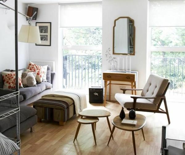 Wohnzimmer mit interessanten Deko Elementen und neuartigem Nest Tisch Design