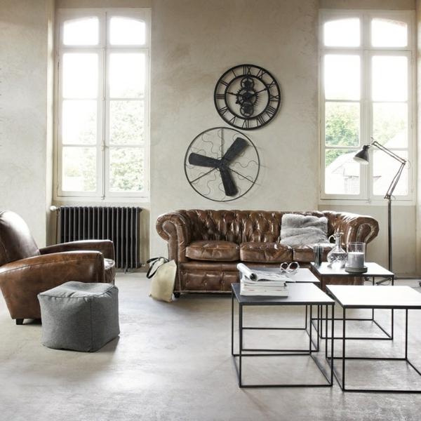 Extravagantes Wohnzimmer mit kreativer Wandgestaltung und schicken leder Möbeln