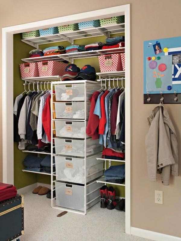 Modell von Kleiderschrank für Kinder Sachen