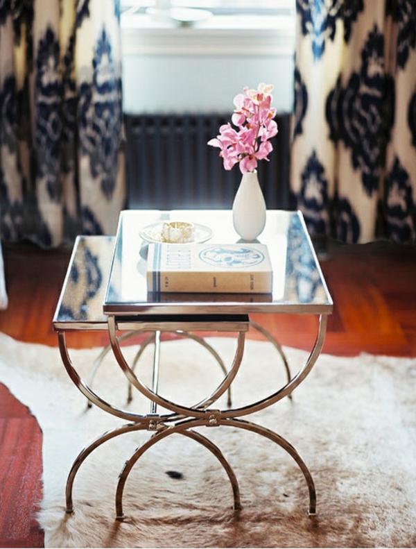 Blumen Vase auf interessantem Nest Tisch Modell