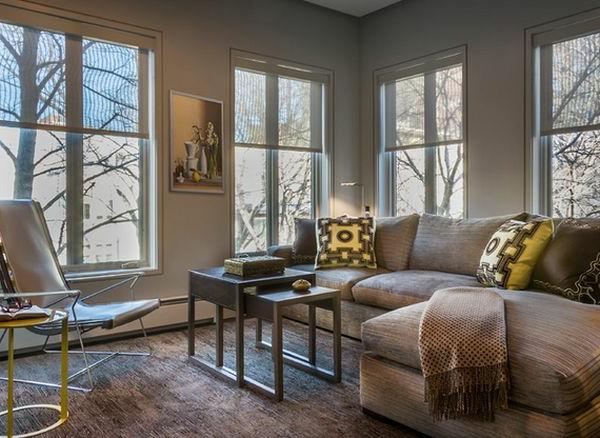 Gemütliches Wohnzimmer mit interessantem Nets Tisch Modell aus Holz