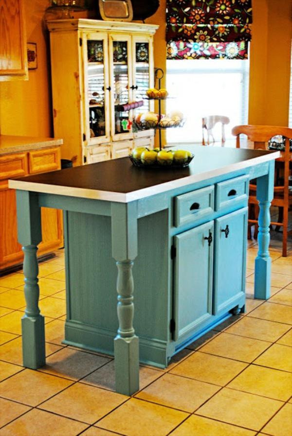Eingebaute Schubladen Und Schränke Für Eine Süße Kleine Kochinsel