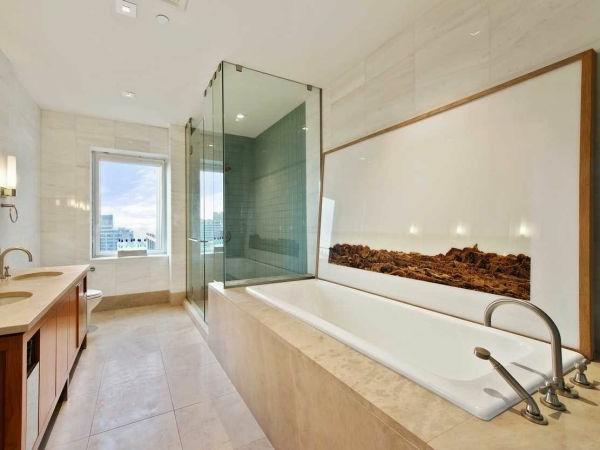 Gläserne Dusche und elegante Badewanne für luxus Badezimmer