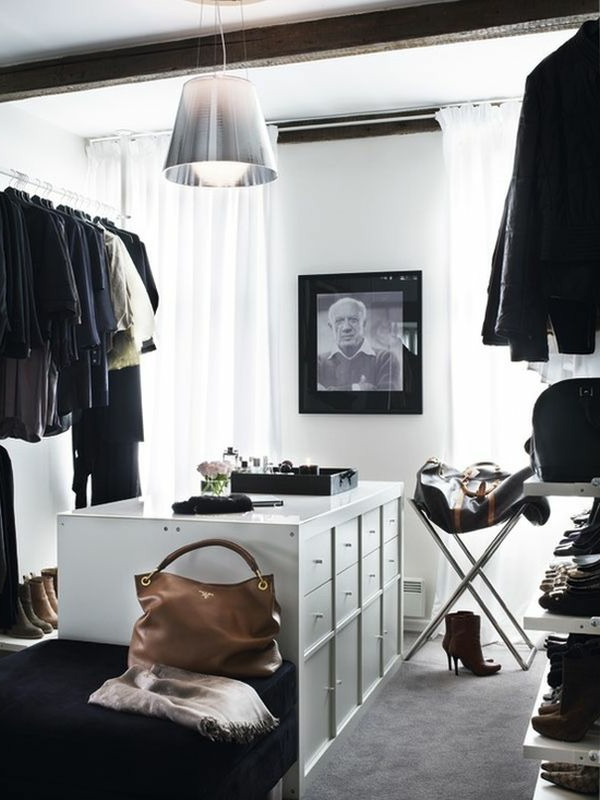 Klassische Dekoration für begehbaren Kleiderschrank