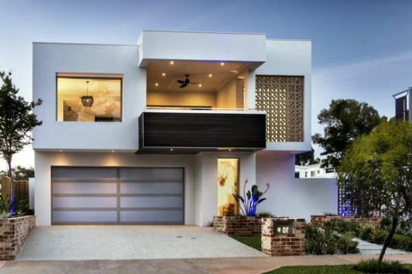 Schöne Terrasse Und Großer Garage Im Weißen Luxus Haus