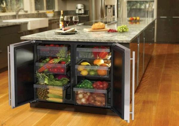 Auffälliges Küchen Design mit gläsernem Kronleuchter, großer ...