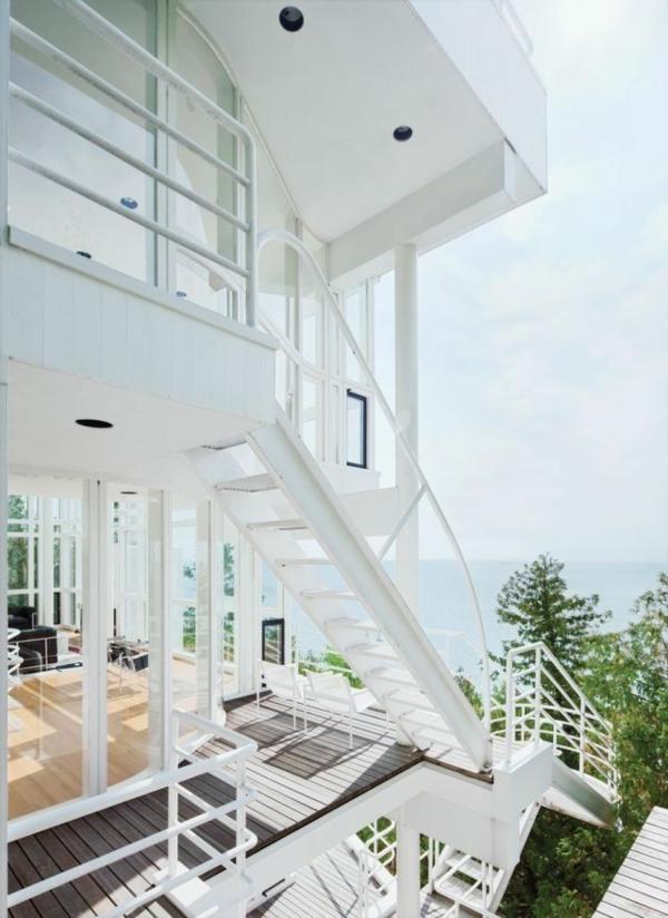 Aufffallende weiße Fassade für schickes und luxus Haus