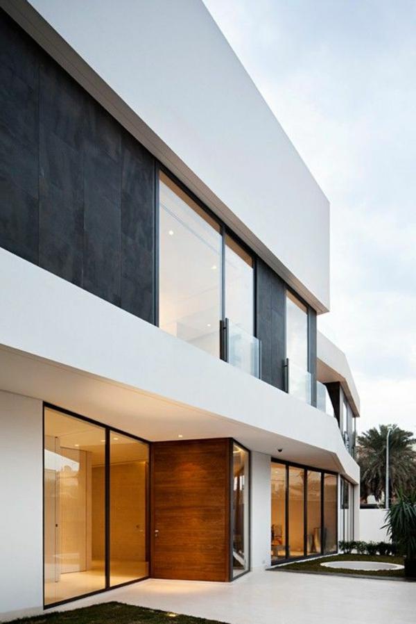 Weiße Fassade für ein modernes und geschmackvolles Haus