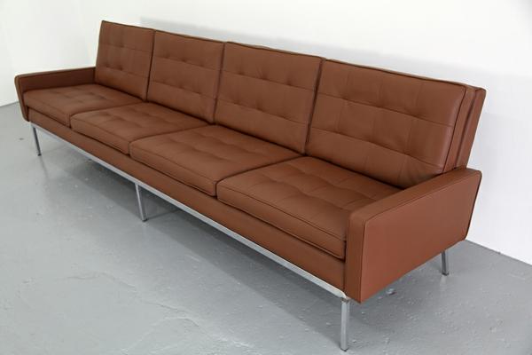 Braunes leder Sofa- schlicht und schön
