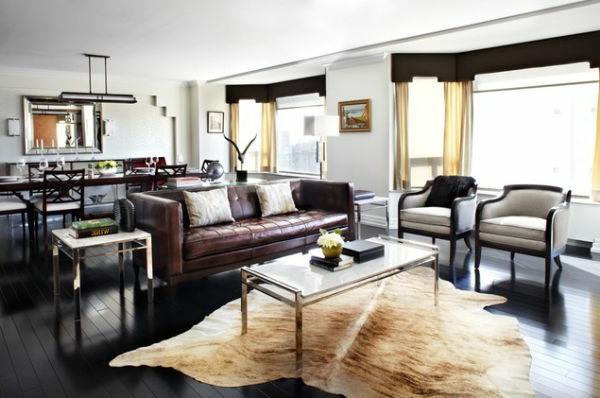 Flaumiges Teppich und luxus leder Sofa im Wohnzimmer