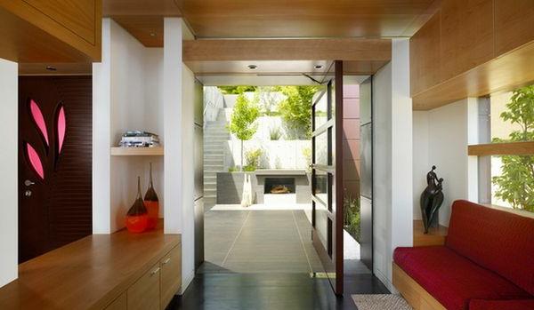 Gemütliches Wohnzimmer mit interessantem Drehtür Modell