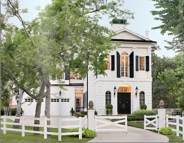 Kontrastierende Farben Für Ein Schönes Und Geschmackvolles Haus Auf Zwei  Etagen