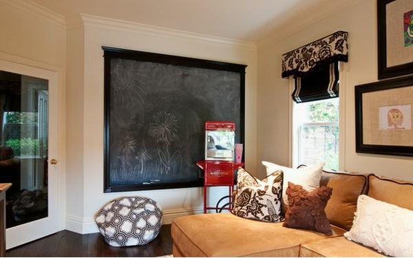 Kreidetafel mit schwarzem Rahmen für ein schönes Wohnzimmer