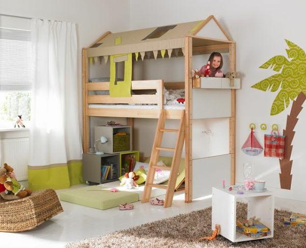 Gemütliches Kinderzimmer auf zwei Etagen- warme Beleuchtung und ...