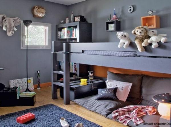 Graues Hochbett im Kinderzimmer