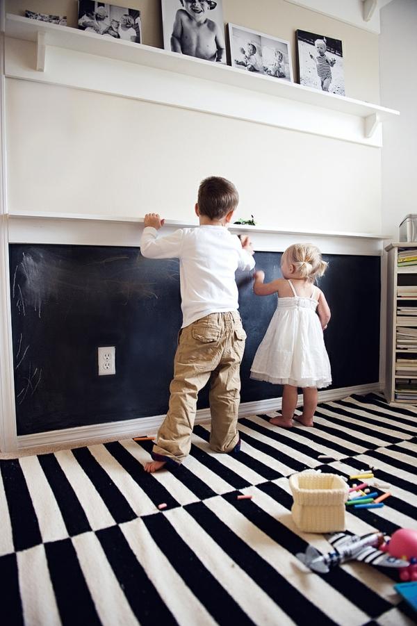 Zimmer mit originellem Kreidetafel Design