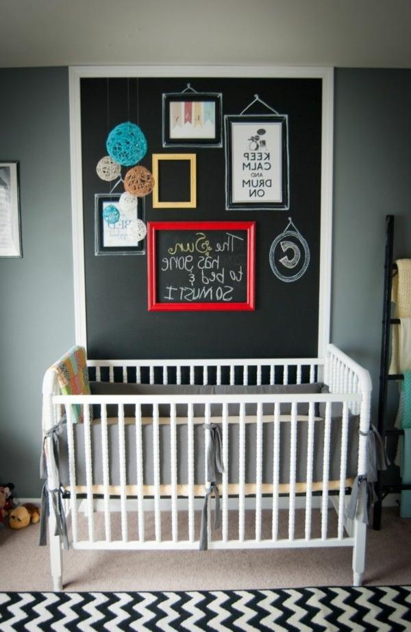Auffälliges Design von Kreidetafel für ein modernes Babyzimmer