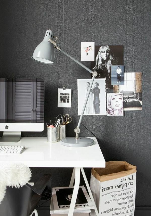 Arbeitszimmer originell ausstatten- Wand in Grau und viele Fotos
