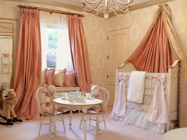 babyzimmer mit interessantem bett design  und pfirsich farbe für gardinen
