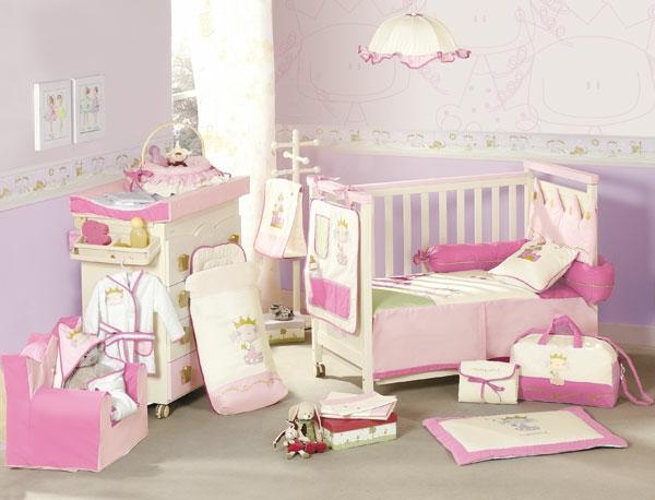 rosige und weiße farbnuancen im babyzimmer für mädchen