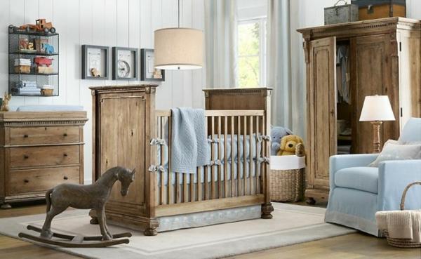 hölzerner pferd zum spielen im babyzimmer mit hölzerner gestaltung