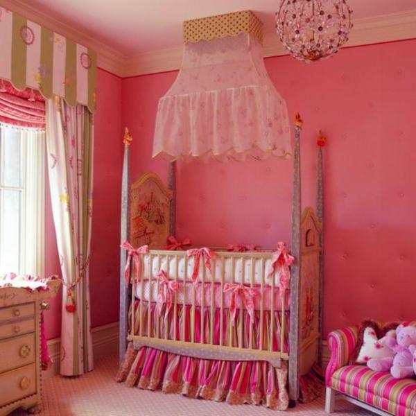 schöner kronleuchter und zyklamen farbe fürs babyzimmer