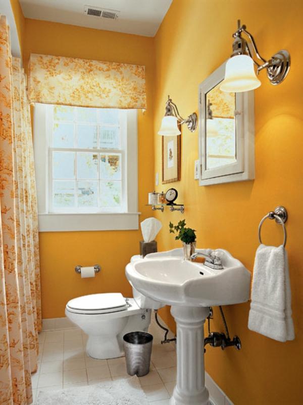 gute baddidee - kleiner spiegelschrank und gelbe wandgestaltug