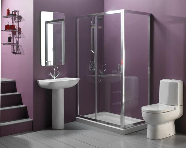 badezimmer mit duschkabine gestalten - weiße toilette und lila wandgestaltung