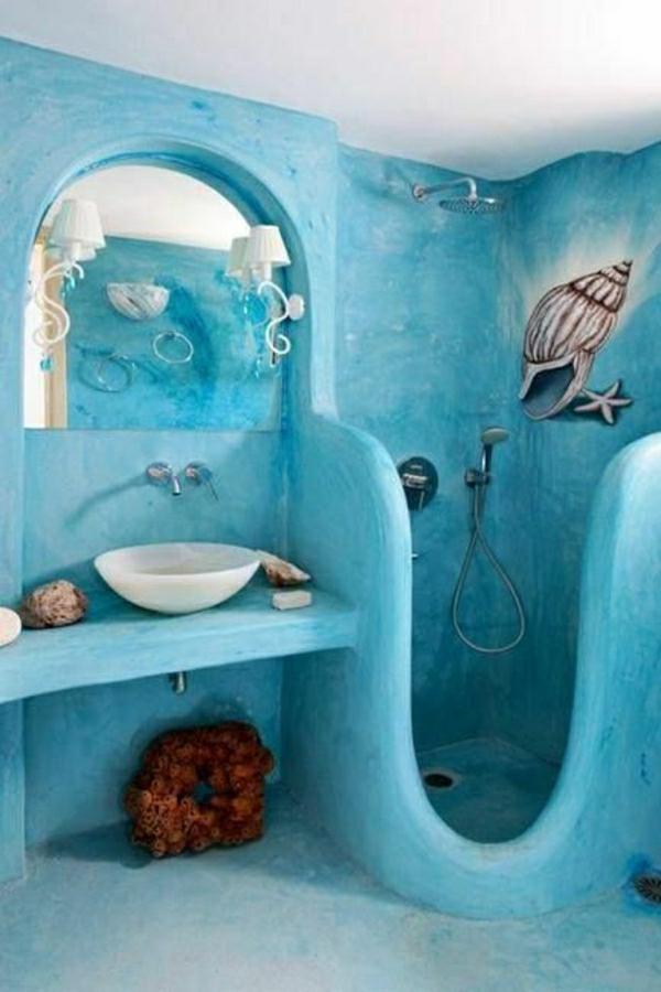 kreative ausstattung und blaue wandfarne für bad mit dusche