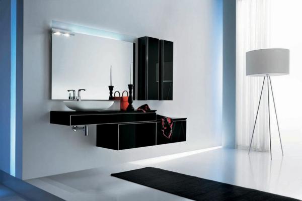 badgestaltung mit einem luxus spiegelschrank und teppich in schwarz