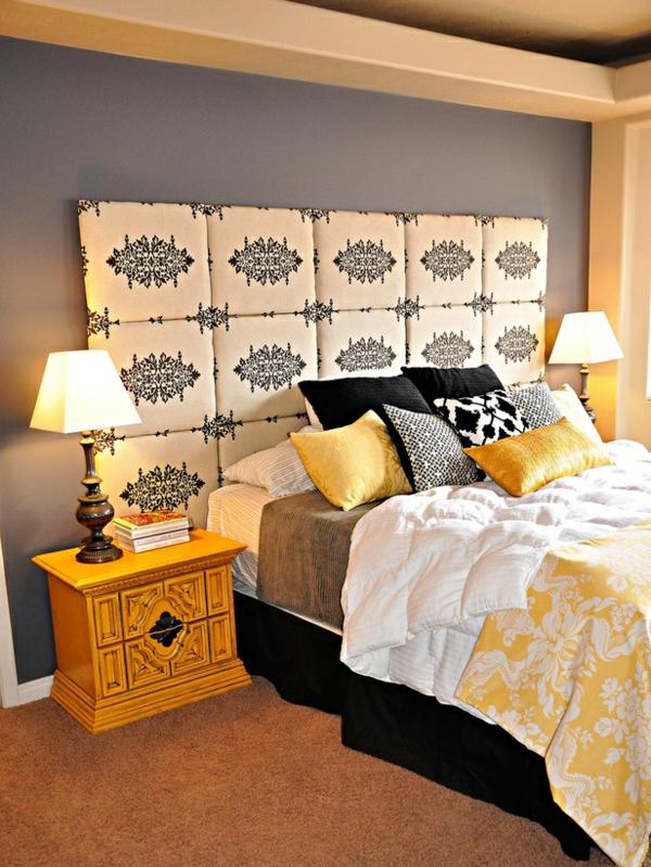 Malerschablonen hinter dem Bett für ein modernes Schlafzimmer Design