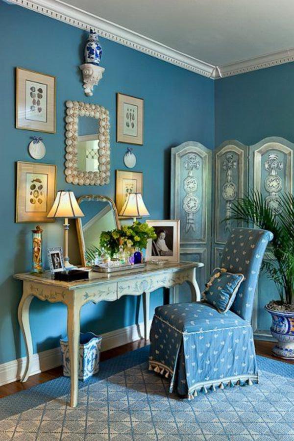 schlafzimmer mit einem aristokratisch aussehenden schminktisch