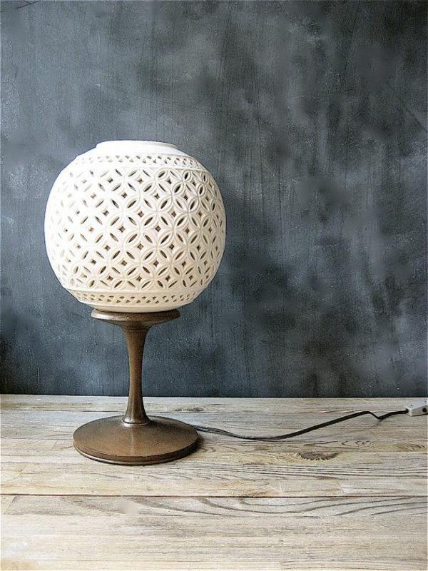 frühlingsdeko 2014 - moderne kugeförmige lampe in weiß