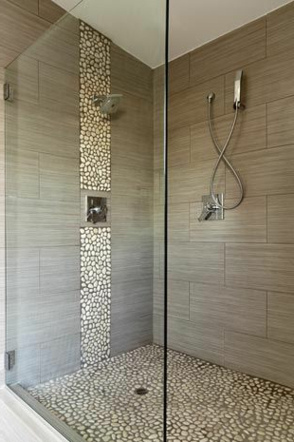 Moderne Begehbare Dusche : Bathroom Shower Tile Ideas with Accent Stripe