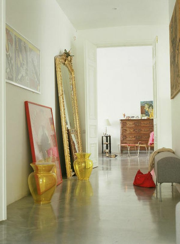 Wandgestaltung mit luxus Spiegel und weiße Farbtönungen