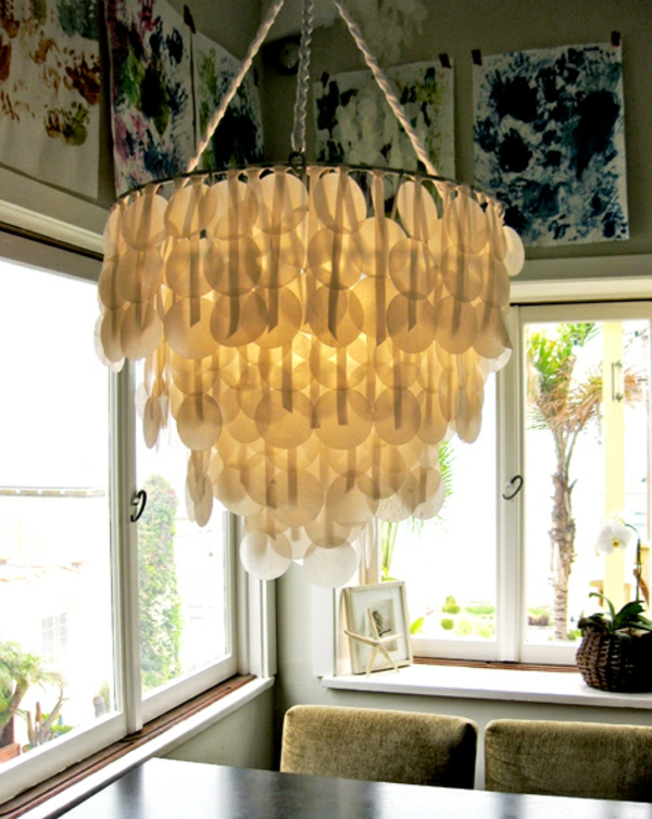esszimmer lampe selber machen - kronleuchter mit vielen kleinen runden durchsichtigen teilchen