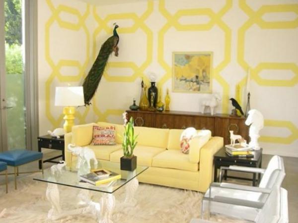 deko-elemente tisch aus glad und interessante wandfarbe im wohnzimmer