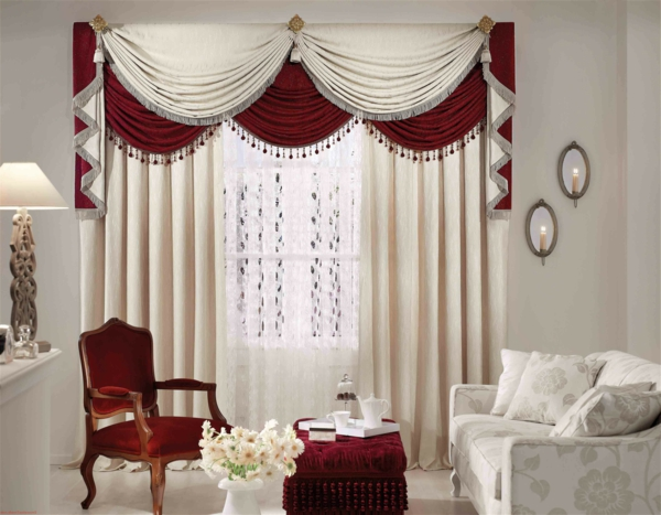 Rote und weiße Kombination für ein neues Modell von Vorhängen