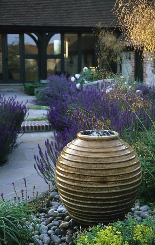 Wasser im garten freude die ganze familie for Gartenbeet modern