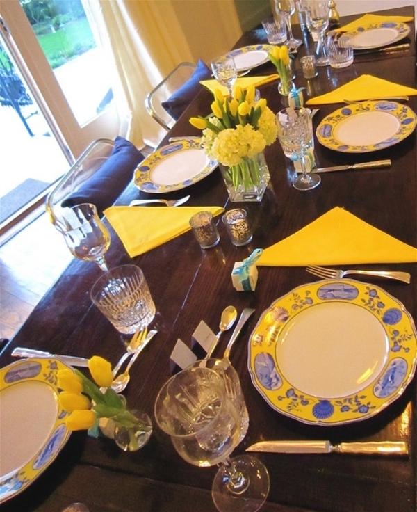 tisch mit gelben tulpen und gelben servietten dekorieren tischdeko ideen